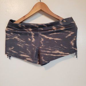 Mika Yoga shorts